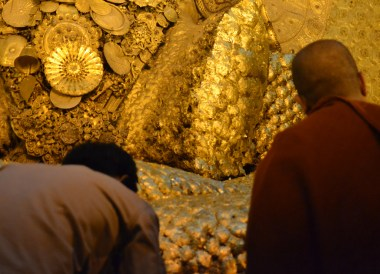 Giant Gold Buddha, Maha Muni Pagoda, Best mandalay day tour by taxi
