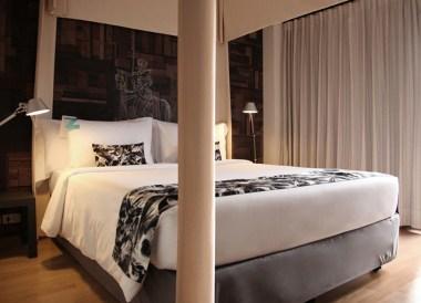 Top 10 Best Budget Hotels in Bangkok, Tenface One Bedroom Suite