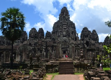 Faces of Bayon Temple, Introduction to Angkor Wat Two Day Tours