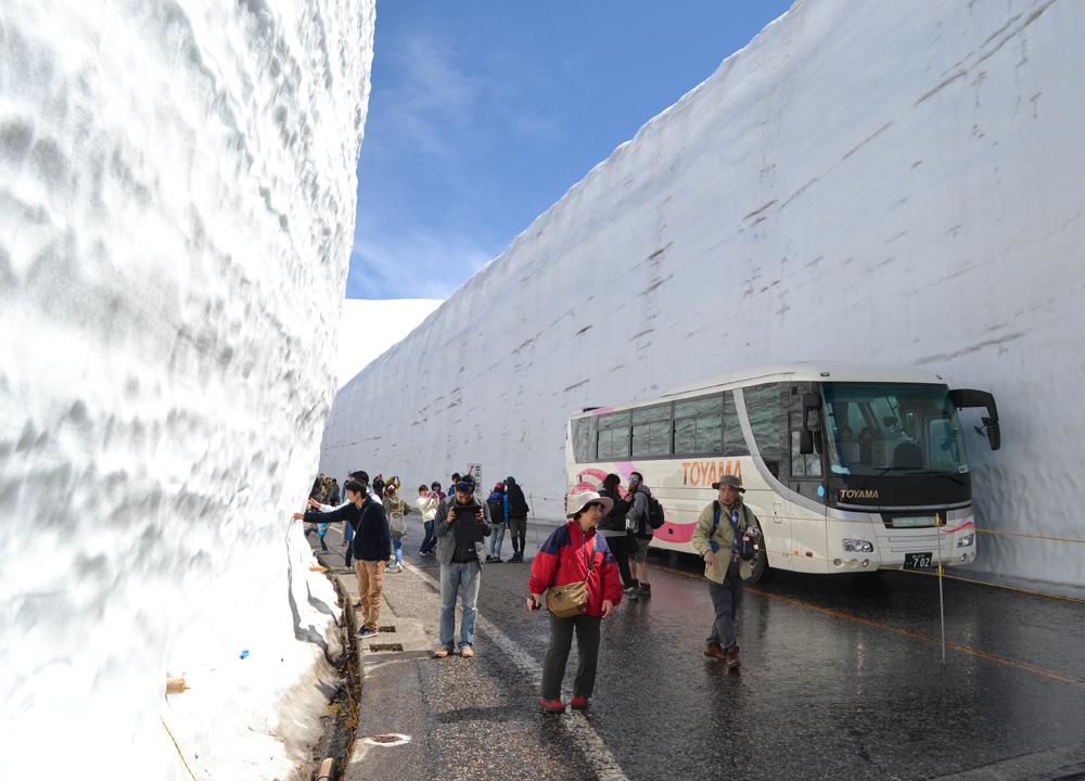 Tateyama Kurobe Alpine Route Day Tour By Jr Pass April May