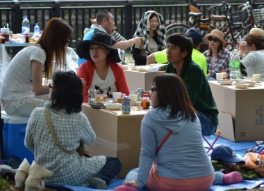 Drinking in Osaka Park, Top Tourist Attractions in Osaka Japan