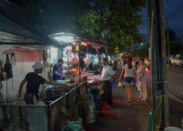 Street Food, Living in Bangkok Suburbs, Ramkhamhaeng, Bangkapi, Ladprao