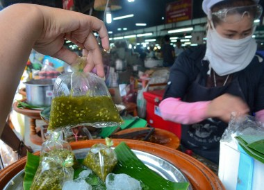 Northern Chilli Dip, Best Northern Thai Sausage in Chiang Mai Mae Hia Market