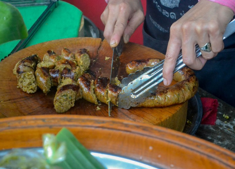 Cutting Sausage, Best Northern Thai Sausage in Chiang Mai Mae Hia Market
