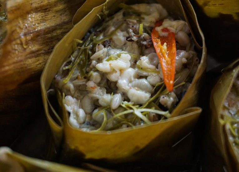 Ant Egg Salad, Thai Isaan Food, Eating in Northeastern Thailand
