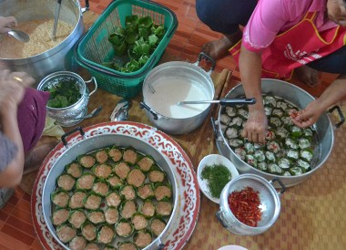 Steamed curry cakes, Thai Isaan Food, Eating in Northeastern Thailand