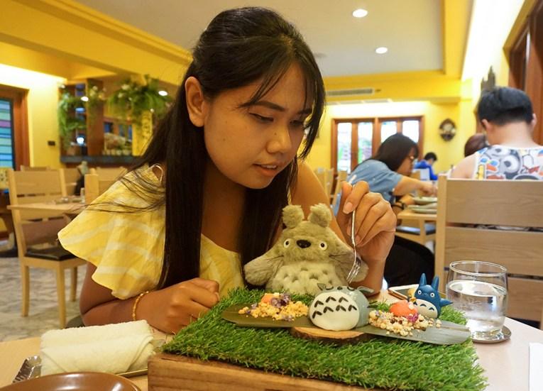 Fanfan Wilson, Bangkok Totoro Cafe Restaurant Sukhumvit 29