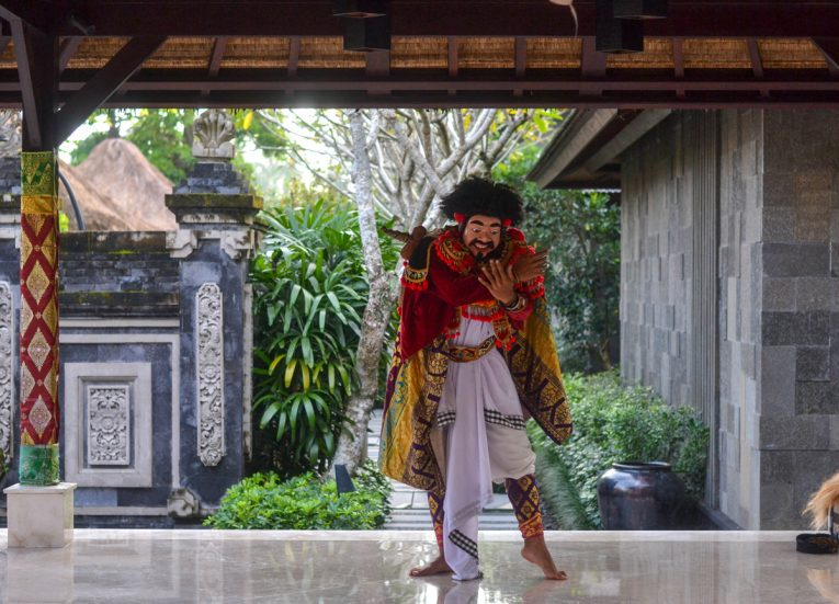 Balinese Theatre Performance HOSHINOYA Bali Resort Luxury Pool Villas in Ubud (2)