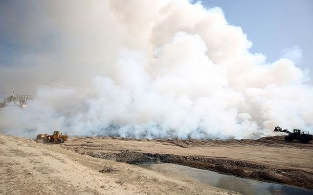 LLL - Live and Let Live - Bizarre purple flames emerge as ISIS blows up sulphur plant near Mosul