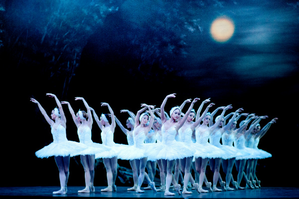 Swan Lake by the English National Ballet. image courtesy of Sian Trenberth.
