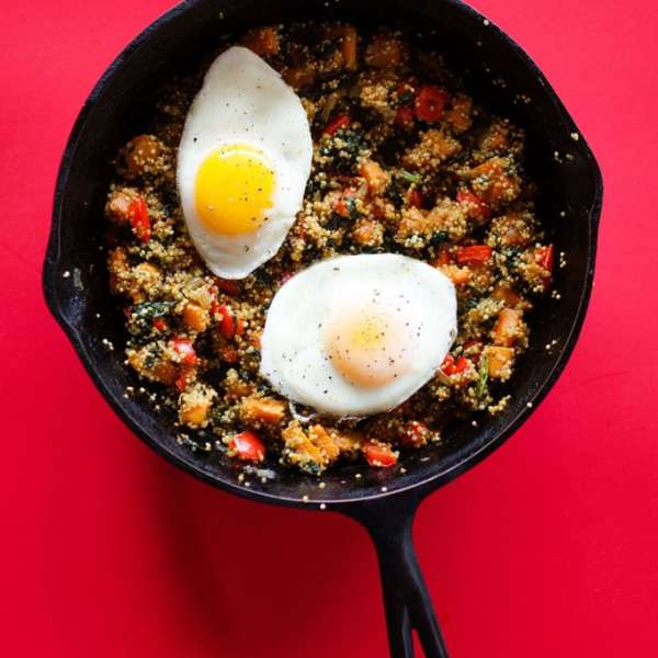 Sweet Potato and Spinach Quinoa Breakfast Skillet