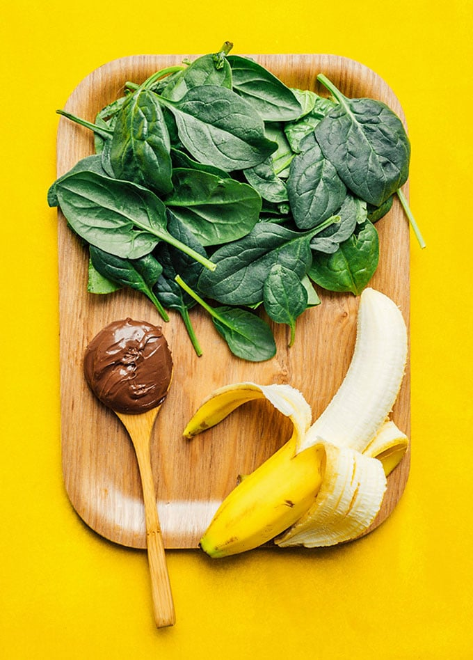 Ingredients to make a nutella smoothie