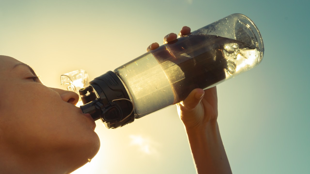 https://i2.wp.com/www.livehealthymag.com/wp-content/uploads/2020/03/drinking-water.jpg?resize=1280%2C720&ssl=1