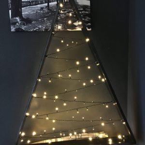 Kerstboom met lichtslinger