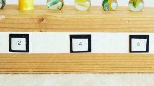 DIY-Adventskalender Beschriftung mit Zeitungsschnipsel