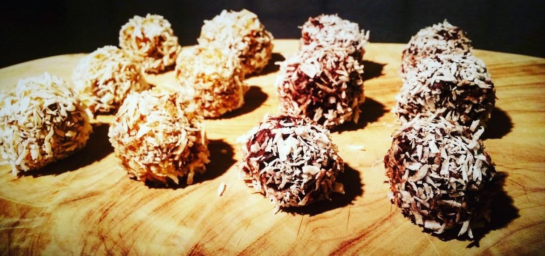 Energiebällchen-Rohkostpralinen statt Schokolade und raffiniertem Zucker