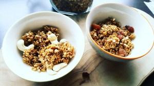 Leckers selbstgemachtes Knuspermüsli mit Rosinen und Nüssen