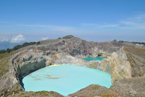kelimutu volcano moni indonesia