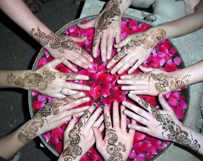 India in Photos: Henna hands in India - LiveRecklessly