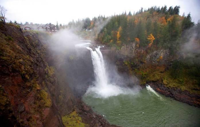 10 fantastic fall weekend getaways in Washington State: Snoqualmie Falls - LiveRecklessly.com