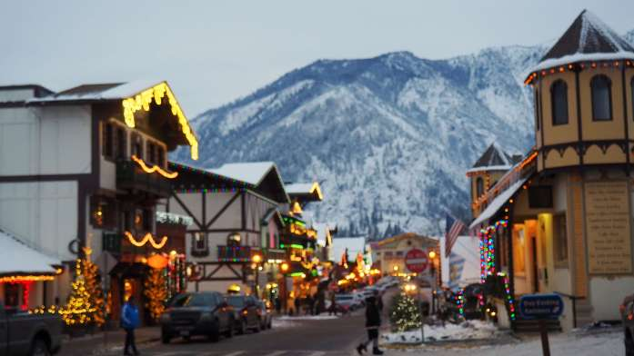 Blurry lights on a winter escape to Leavenworth, Washington - Live Recklessly