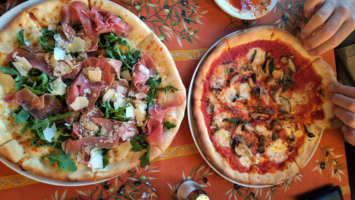 italian pizza in la conner - ultimate weekend guide to La Conner
