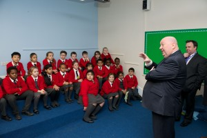 Mayor Anderson addresses pupils about Recycle Michael
