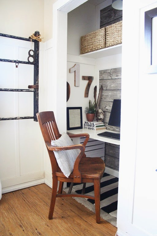 So inspiring! Small spaces and workspaces can co-exist!