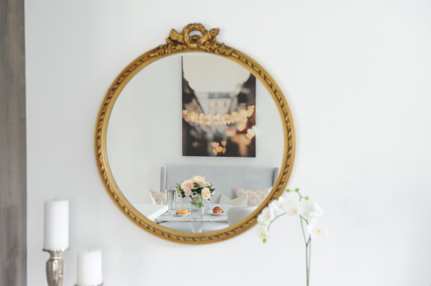 Vintage mirror for the win!