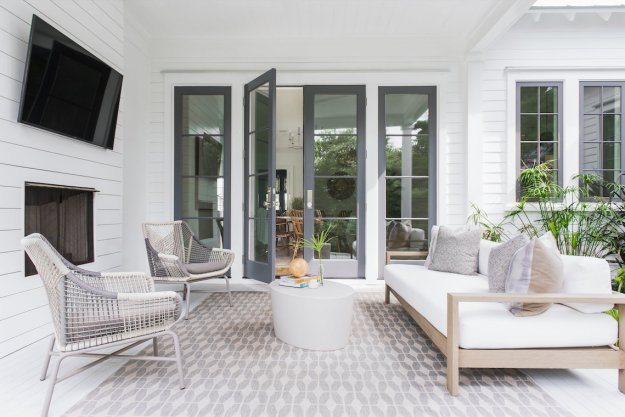 California cool meets Charleston charm in this modern farmhouse by Melissa Lenox.