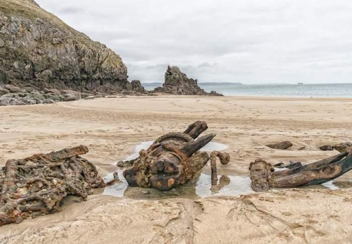 Πλοίο «φάντασμα» του προηγούμενου αιώνα ξεβράζεται σε παραλία της Ουαλίας κάθε 10 χρόνια