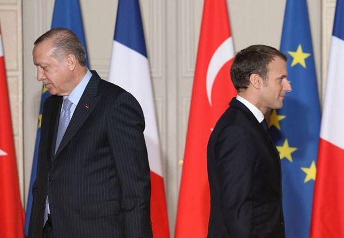 Μακρόν: «Εγκληματική» η τουρκική πολιτική στη Λιβύη