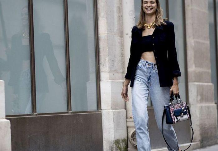 Tα πιο μοντέρνα tops που ταιριάζουν άψογα με το τζιν παντελόνι σας