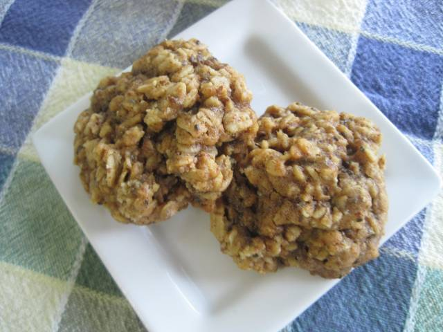 Almond Butter Oatmeal Breakfast Cookies with Chia (Gluten-Free, Refined Sugar-Free)