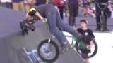 Μετά από αρκετές προσπάθειες κατάφερε να βγάλει ένα από τα πιο εντυπωσιακά κόλπα στο BMX! (video)