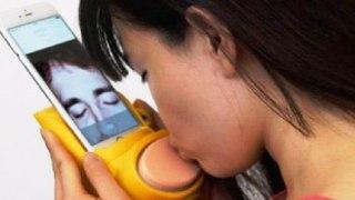 Με αυτή την συσκευή μπορείτε να φιλήσετε το άλλο σας μισό εξ αποστάσεως.