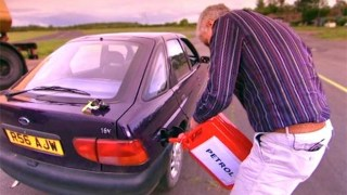 Τι γίνεται αν βάλεις βενζίνη στο πετρελαιοκίνητο αυτοκίνητο; (Βίντεο)