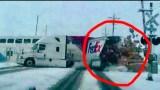 Όταν οι «φύλακες άγγελοι» κάνουν…υπερωρίες: Τρομακτικό ατύχημα με τρένο και φορτηγό