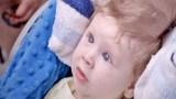 Περίμεναν να θάψουν το γιο τους αμέσως μετά τη γέννα. Αν προσέξετε όμως τι κρύβεται στα μαλλιά του θα πιστέψετε στα θαύματα! (Βίντεο)