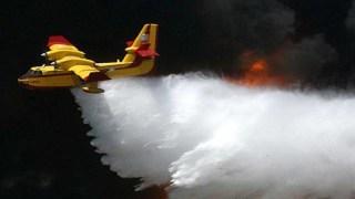 Μέσα από το πιλοτήριο δείτε τι σημαίνει να πετάς ένα Canadair!