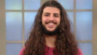 Είχε να Κόψει τα Μαλλιά του Πάνω από 5 Χρόνια όταν Πήρε την Μεγάλη Απόφαση! Δεν Φαντάζεστε Πόσο Όμορφος Έγινε!
