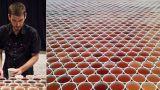 Κατασκεύασε το μεγαλύτερο καλλιτεχνικό υγρό μωσαϊκό  που υπάρχει στον κόσμο αφού κατάφερε να στοιχίσει 66.000 ποτήρια το ένα δίπλα στο άλλο