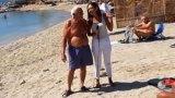 Ο Παππούς την «έπεσε» στην δημοσιογράφο του ΣΚΑΙ ενώ ήταν σε ζωντανή μετάδοση