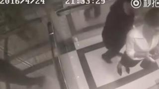 Επιτέθηκε σε μια γυναίκα μέσα σε ασανσέρ και πήρε αυτό που του άξιζε! (Βίντεο)