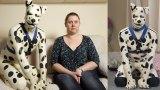 33χρονος ζει ως πραγματικός κατοικίδιος σκύλος με την πρώην γυναίκα του