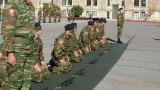 Τρίπολη: Νεοσύλλεκτοι με δεμένα μάτια συναρμολογούν όπλα σε απίστευτο χρόνο