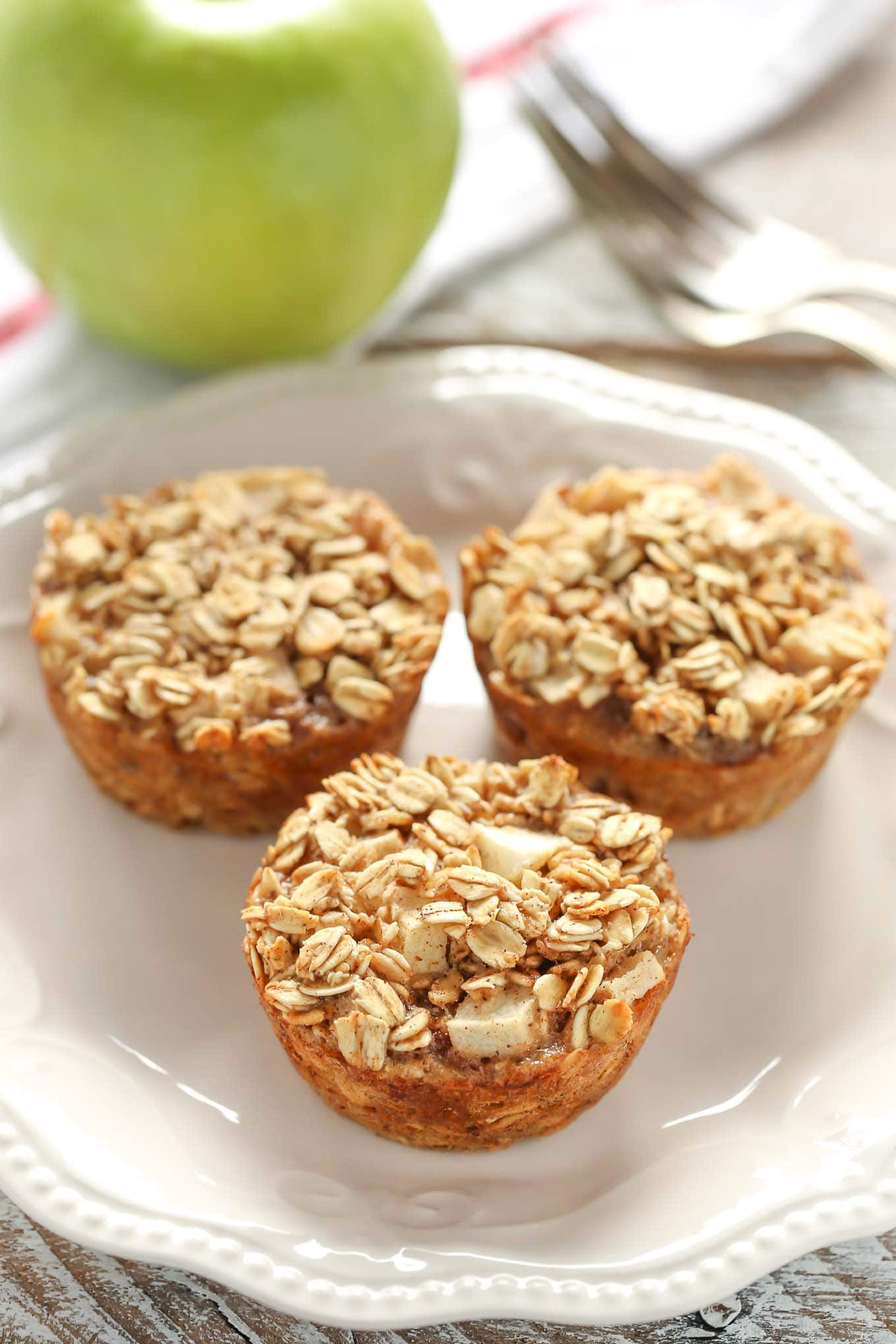 These easy Apple Cinnamon Baked Oatmeal Cups are perfect for an easy and healthy breakfast throughout the week!