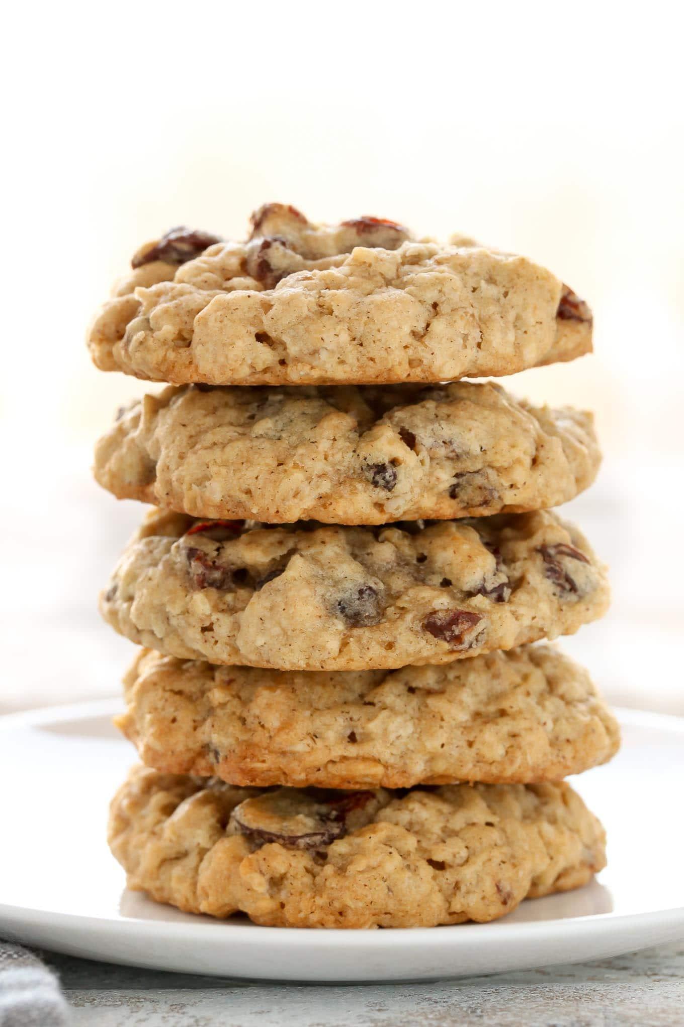 وصفة رائعة لعمل بسكويت الشوفان للدايت Soft-and-Chewy-Oatmeal-Raisin-Cookies-2