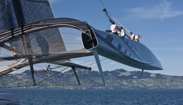 A Comparison Alinghi And BMW Oracle Americas Cup