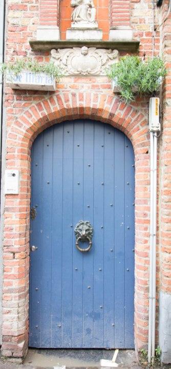 door-blue-paris-france-europe